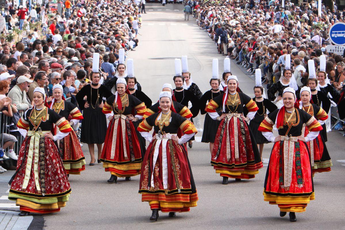Le festival interceltique de lorient - Danse de salon lorient ...